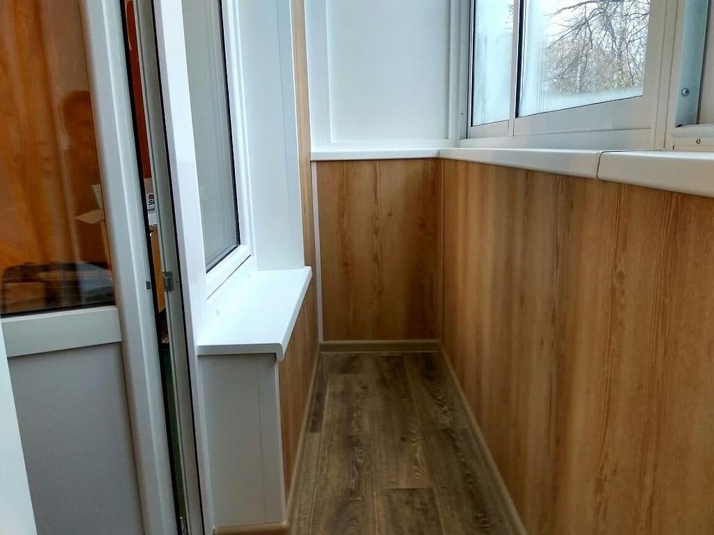 Холодное остекление и отделка балкона под ключ в хрущевке